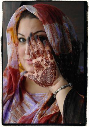 Betekenis Fatima Handje.Wie Is De Henna Kunstenaar Achter Hand Of Fatima Hand Of Fatima